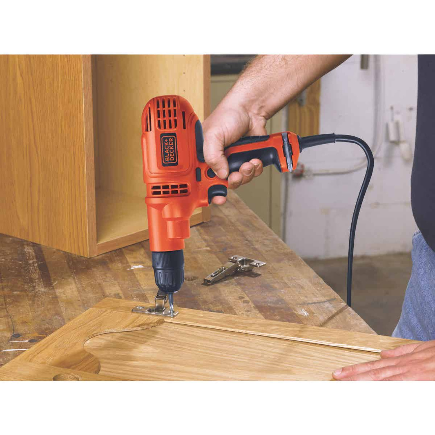 Black & Decker 3/8 In. 5.2-Amp Keyless Electric Drill/Driver Image 4