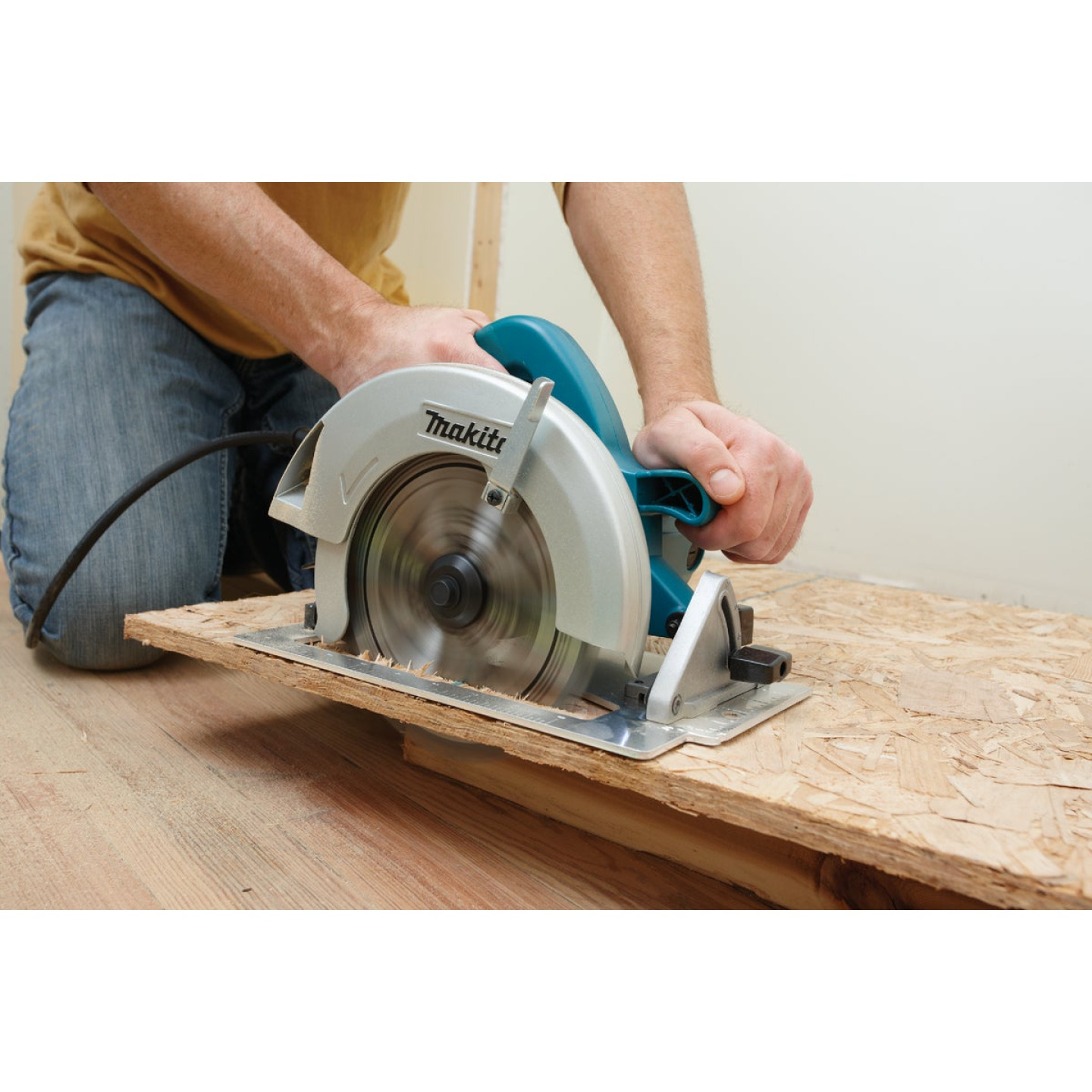 Makita 7-1/4 In. 15-Amp Contractor Circular Saw Image 3